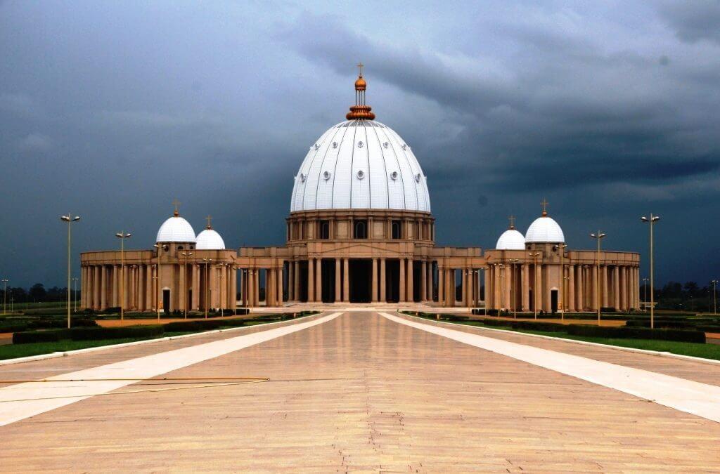 Visite à la basilique Notre-Dame de la Paix Yamoussoukro